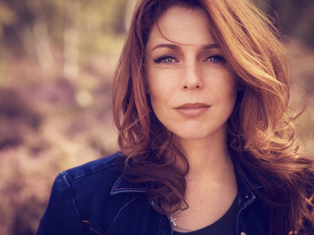 People - Isabelle Boulay